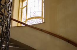 Stiegenaufgang in den 1. Stock